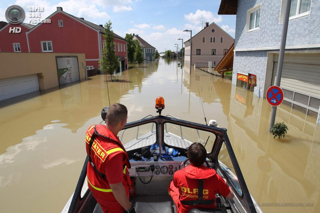 Германия. Деггендорф, Бавария. 5 июня. Последствия наводнения. (EPA/ИТАР-ТАСС/KARL-JOSEF HILDENBRAND)