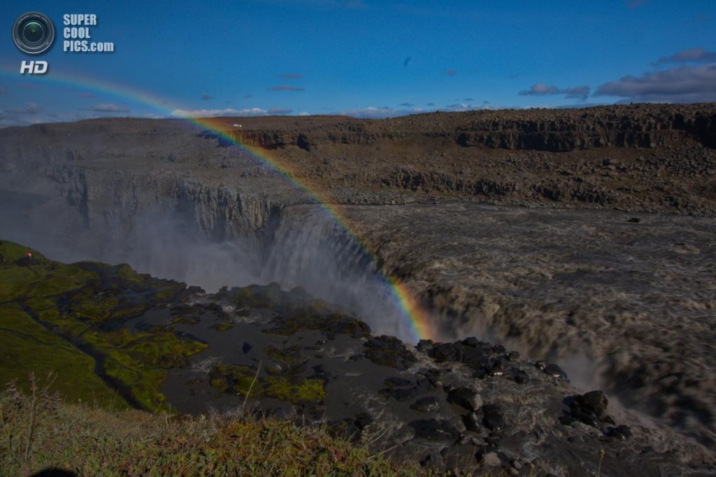 Исландия. Водопад Деттифосс в национальном парке Йёкульсаурглювуре. (Ingo Meironke)