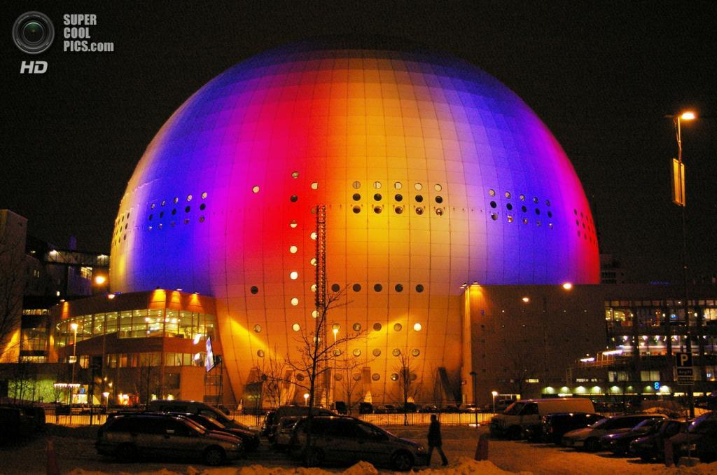 Швеция. Стокгольм. Спортивный стадион «Глобен-арена». Крупнейшее сферическое сооружение в мире, место проведения концертов и спортивных мероприятий. Вмещает 13 850 зрителей. (Fredrik Posse)