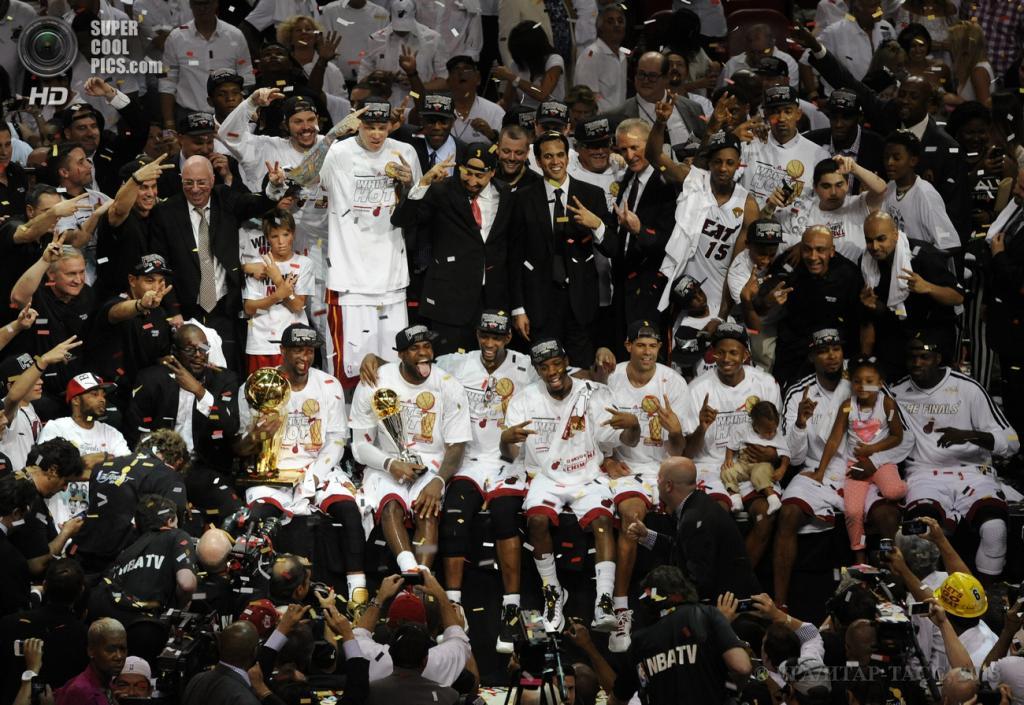 США. Майами, Флорида. 20 июня. «Майами Хит» празднует победу в финальной серии плей-офф НБА. (EPA/ИТАР-ТАСС/RHONA WISE)