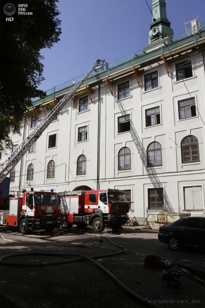 Латвия. Рига. 21 июня. Последствия пожара в Рижском замке. (EPA/ИТАР-ТАСС/VALDA KALNINA)