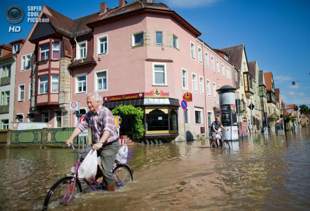 Германия. Дрезден, Саксония. 5 июня. Последствия наводнения. (EPA/ИТАР-ТАСС/MICHAEL KAPPELER)