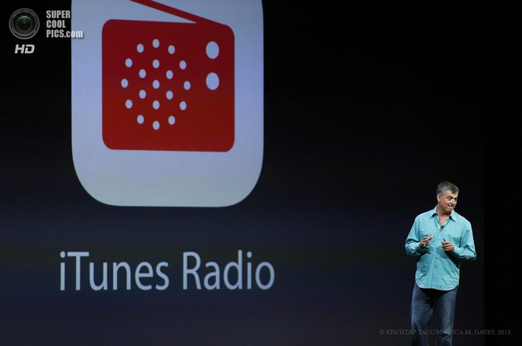 США. Сан-Франциско, Калифорния. 10 июня. Старший вице-президент Apple по программному обеспечению и онлайн-сервисам Эдди Кью презентует обновленный iTunes Radio. (EPA/ИТАР-ТАСС/MONICA M. DAVEY)