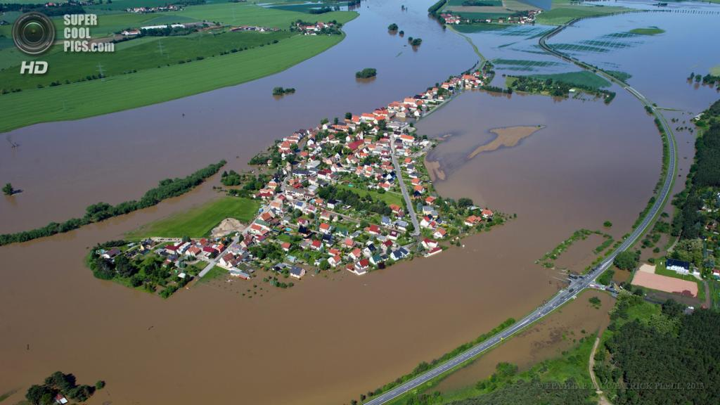 Германия. Риза, Саксония. 5 июня. Последствия наводнения. (EPA/ИТАР-ТАСС/PATRICK PLEUL)