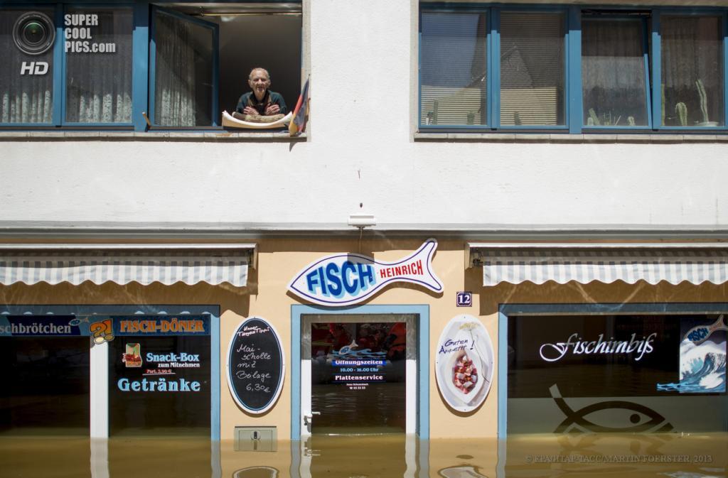 Германия. Мейсен, Саксония. 5 июня. Последствия наводнения. (EPA/ИТАР-ТАСС/MARTIN FOERSTER)