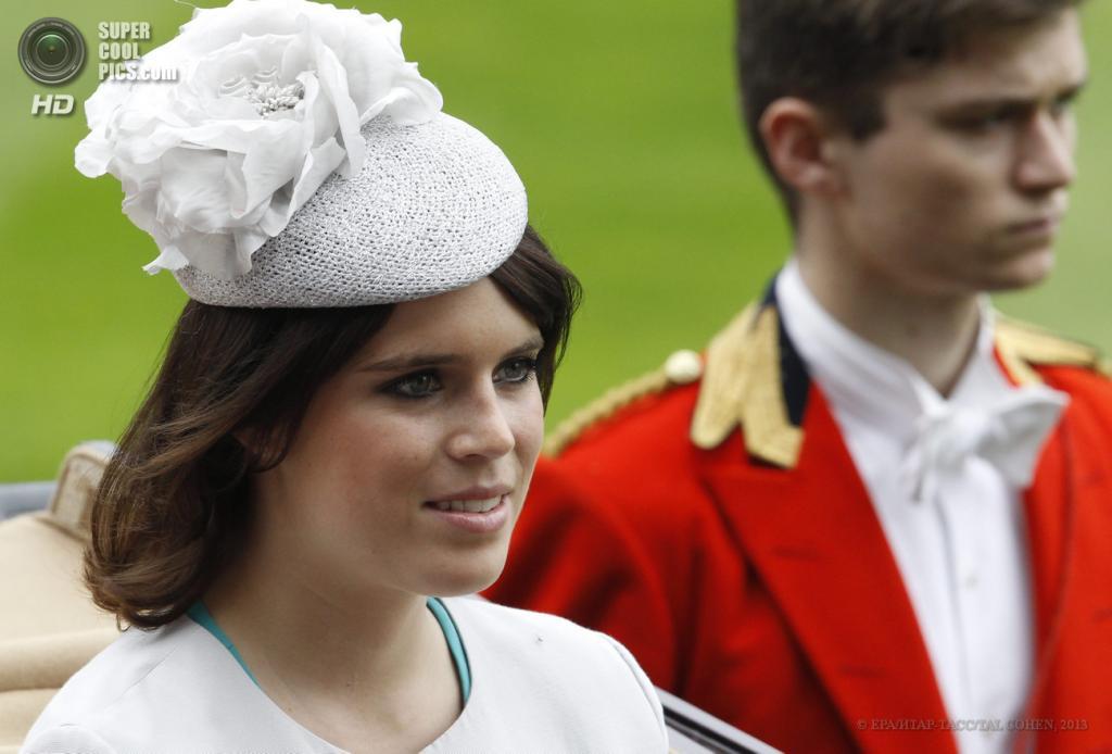 Великобритания. Аскот, Беркшир. 20 июня. Принцесса Евгения во время «Ladies Day» на скачках «Royal Ascot». (EPA/ИТАР-ТАСС/TAL COHEN)