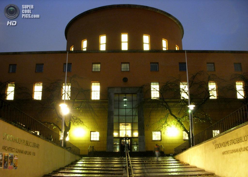 Швеция. Стокгольм. Стокгольмская общественная библиотека, построенная по проекту архитектора Гуннара Асплунда в 1924—1928 годах. По своему образу это типичный пример осовремененного северного классицизма с элементами скупого модерна. (Holger.Ellgaard)