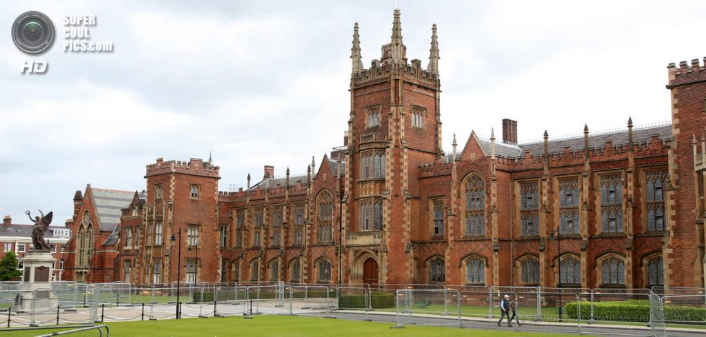 Великобритания. Белфаст, Северная Ирландия. 15 июня. Усиление мер безопасности вокруг Университета Королевы накануне саммита «Большой восьмёрки». (EPA/ИТАР-ТАСС/PAUL MCERLANE)
