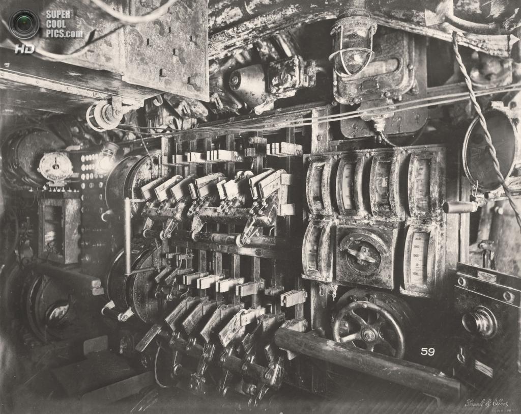 Великобритания. Уолсенд, Тайн-энд-Уир, Англия. 1918 год. Отсек управления электричеством. (Tyne & Wear Archives & Museums)