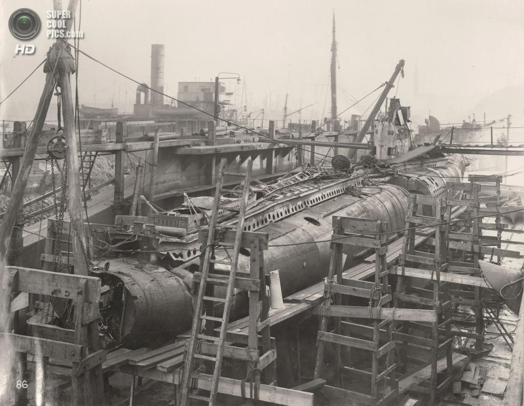 Великобритания. Уолсенд, Тайн-энд-Уир, Англия. 1918 год. Общий вид на подлодку. (Tyne & Wear Archives & Museums)