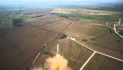 Ракета SpaceX Grasshopper «подпрыгнула» на 325 метров (2 фото + 2 HD-видео)