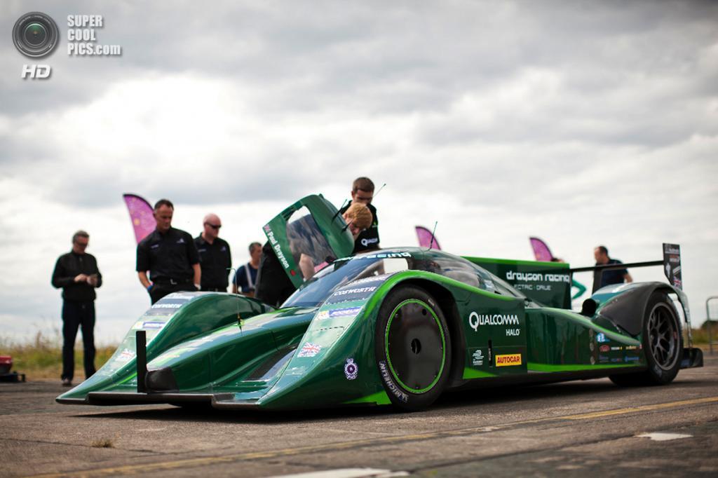 Великобритания. Йоркшир. 25 июня. Lola Drayson B12/69 EV во время попытки установления мирового рекорда скорости на гоночном электромобиле. (Drayson Racing)