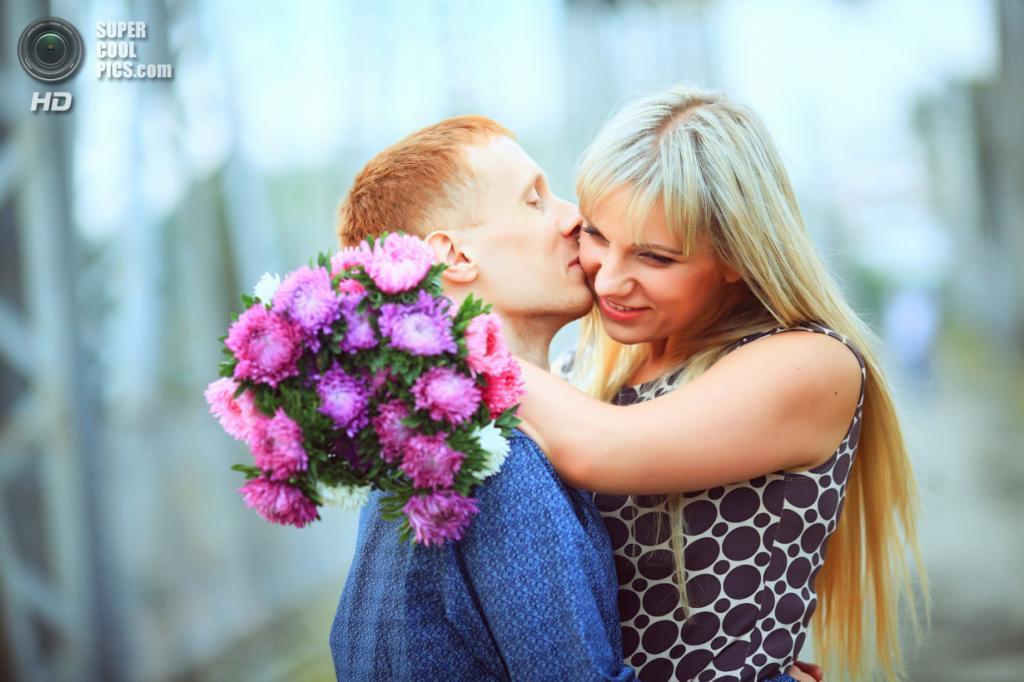 Всемирный день поцелуя. (gfif39)