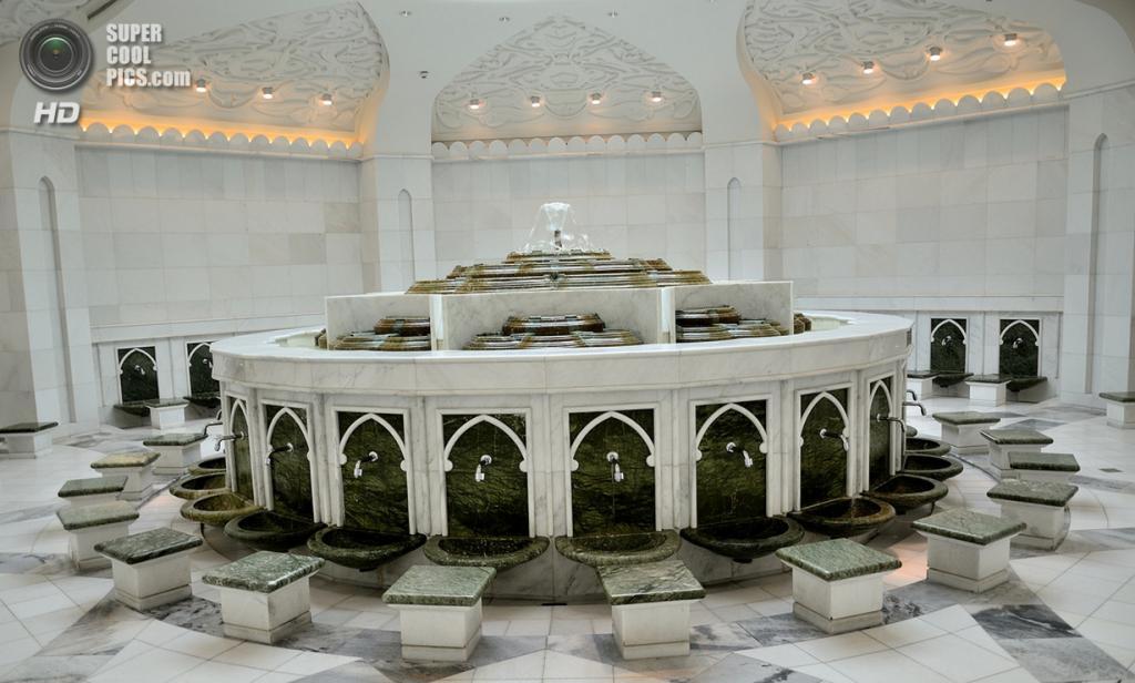 Объединённые Арабские Эмираты. Абу-Даби. Мечеть шейха Зайда. (Mamasain Photograph)