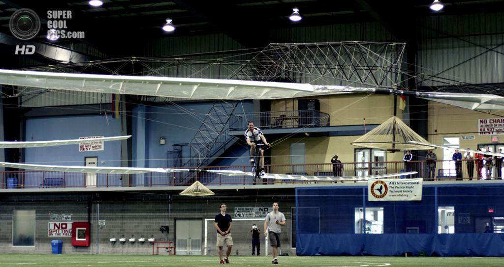 Команда AeroVelo Atlas во время последней попытки взять приз Сикорского. (Mike Hirschberg/AHS International)