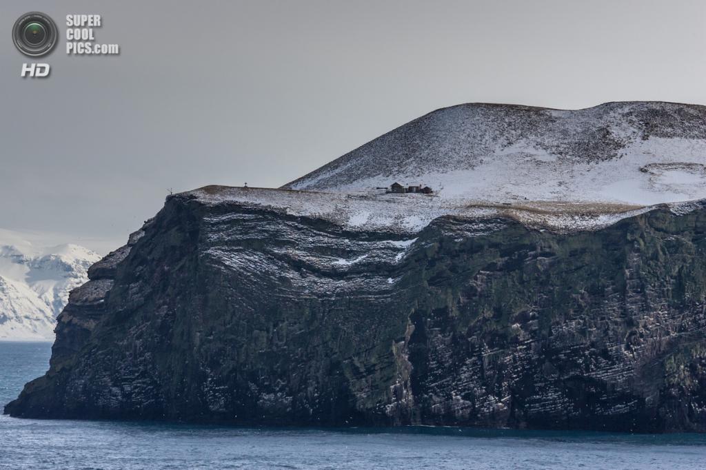 Исландия. Архипелаг Вестманнаэйяр. Остров Бьярнарей. (fridgeirsson)