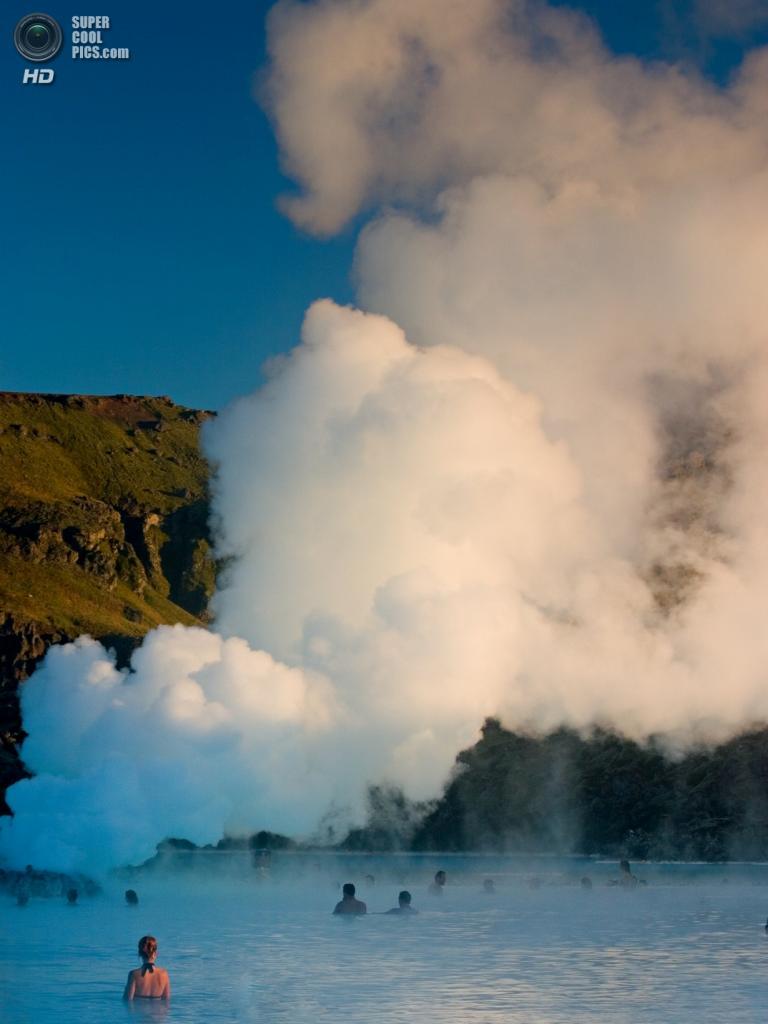 Исландия. Гриндавик, Рейкъянес. Геотермальный курорт «Голубая лагуна». (Peter Nijenhuis)