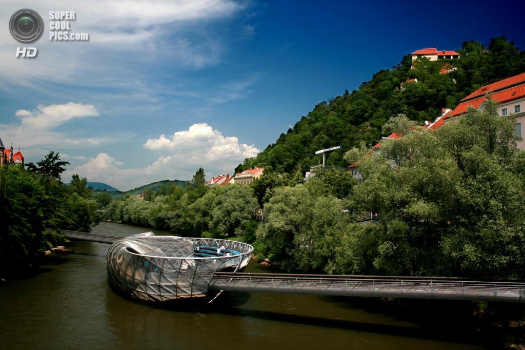 Австрия. Грац, Штирия. Мост «Murinsel». (Steve Hogarty)