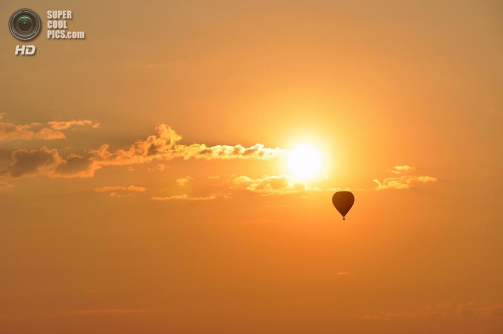 Франция. Мёрт и Мозель. Авиабаза Шамбле-Бюссьер. Лотарингский всемирный фестиваль воздушных шаров 2013. (David Hourt)