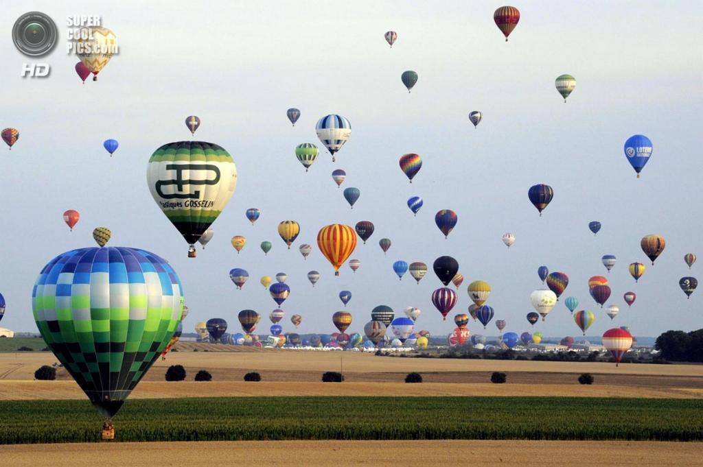 Франция. Мёрт и Мозель. Авиабаза Шамбле-Бюссьер. Лотарингский всемирный фестиваль воздушных шаров 2013. (Alexandre Marchi/AFP/Getty Images)
