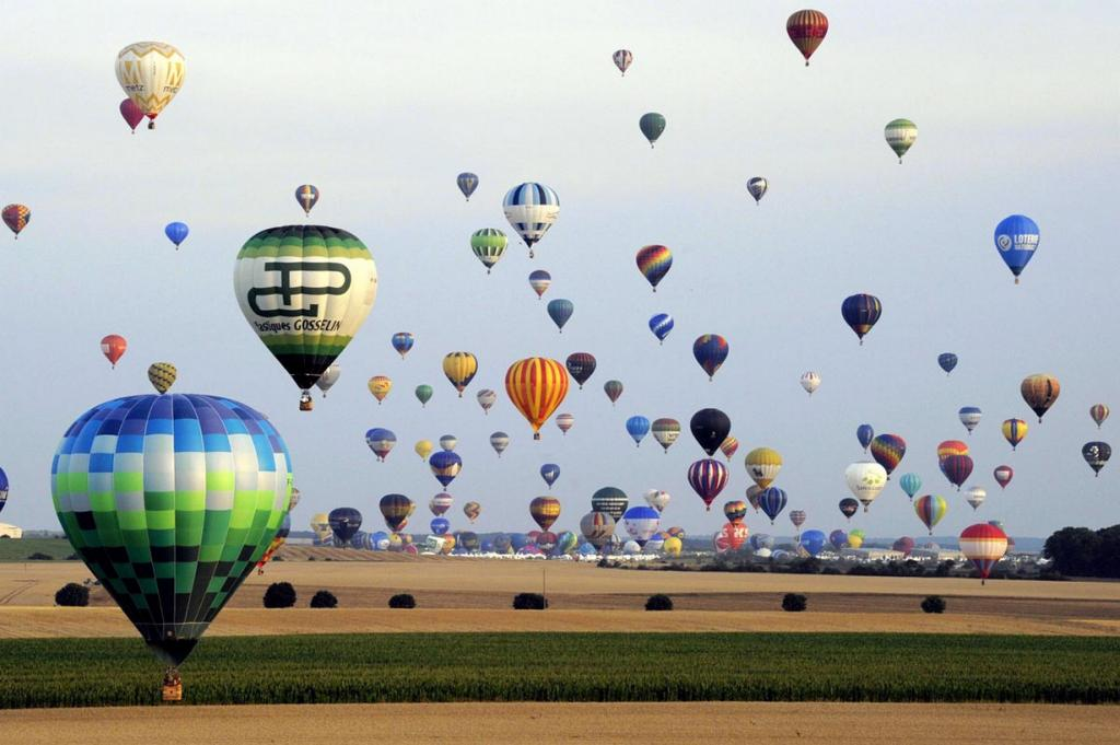 TOPSHOTS-FRANCE-SHOW-BALLOON