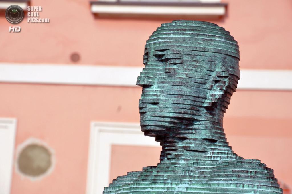 Чехия. Прага. Элемент фонтана Давида Черного. (Foucault in Exile)
