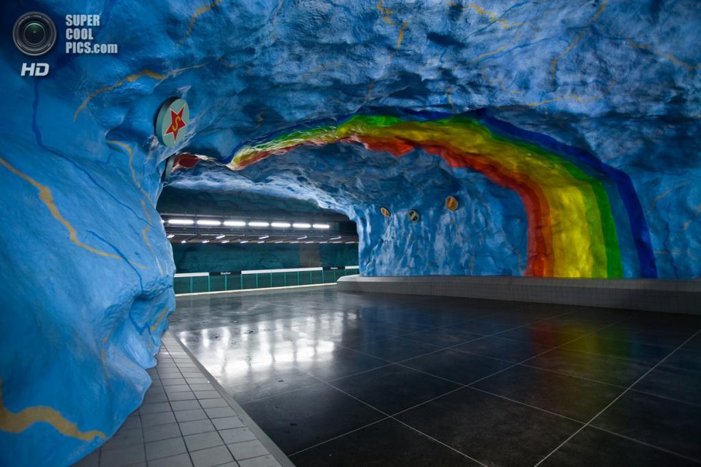 Швеция. Стокгольм. Станция «Стадион», расположенная на Красной линии. (Milton CJ)