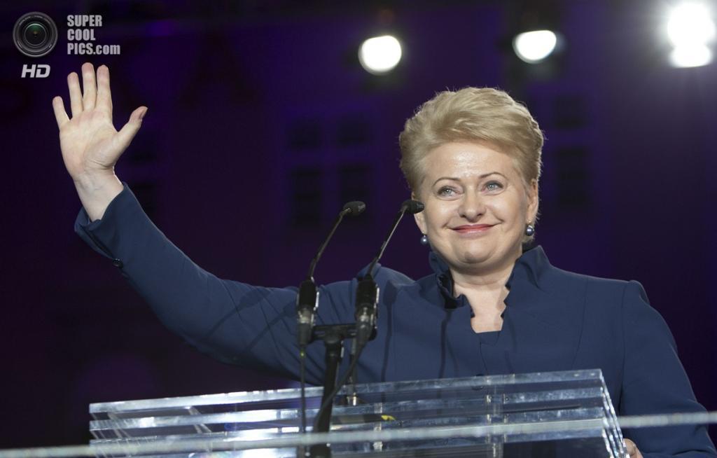 Хорватия. Загреб. 1 июля. Президент Литвы Даля Грибаускайте поздравляет хорватов. (Council of the EU)