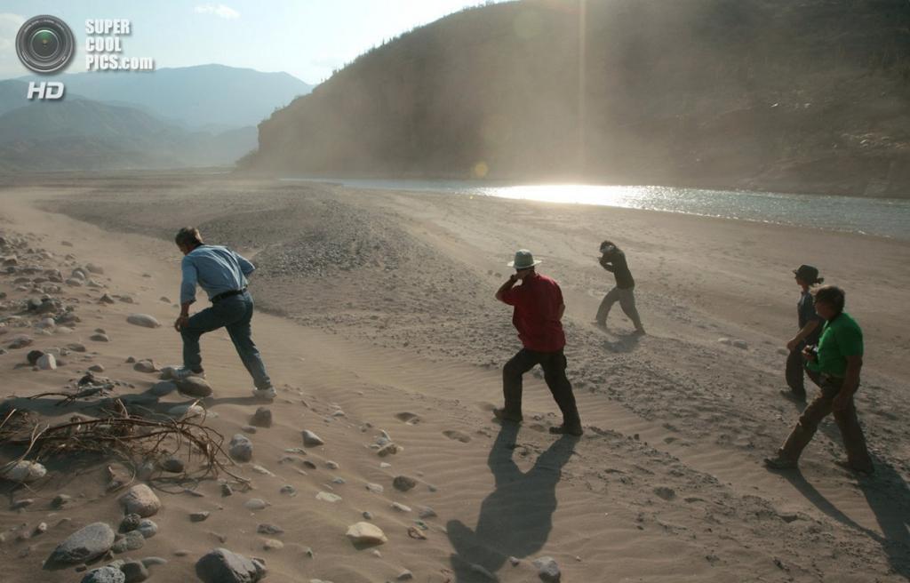 Перу. Уанкайо, Хунин. 13 августа 2012 года. Участники экспедиции направляются к самому дальнему истоку Амазонки. (Erich Schlegel/ZUMA Press)
