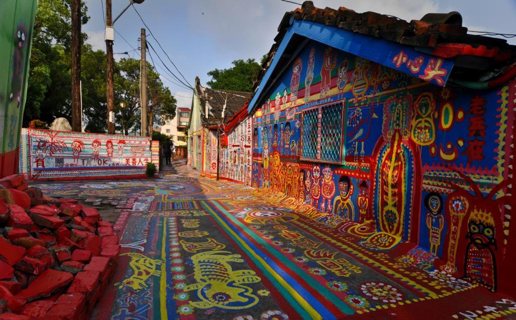 Деревня-граффити (12 фото)