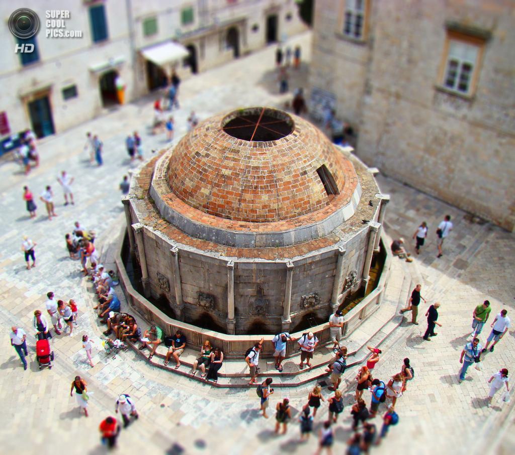 Фонтан Онофрио, построенный в 1438 году. (Frosted Peppercorn)