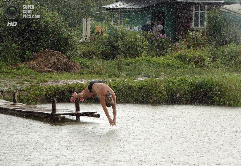 Под дождем. (SPbArt)