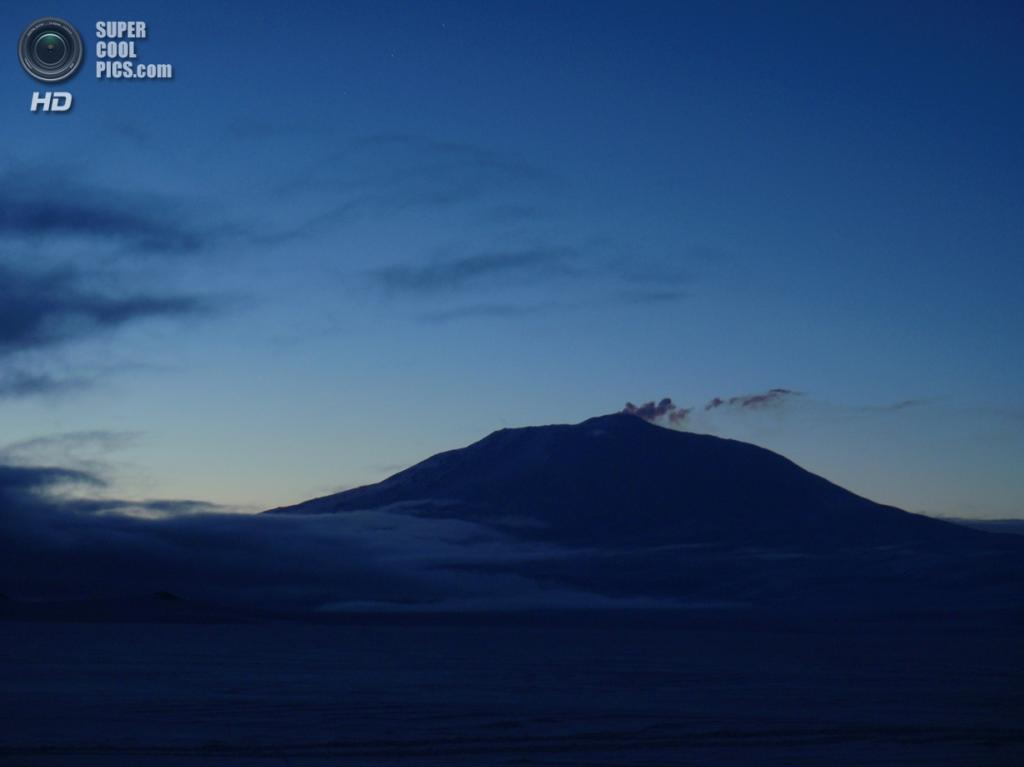 Антарктида. Вулкан Эребус. (Alan Light)