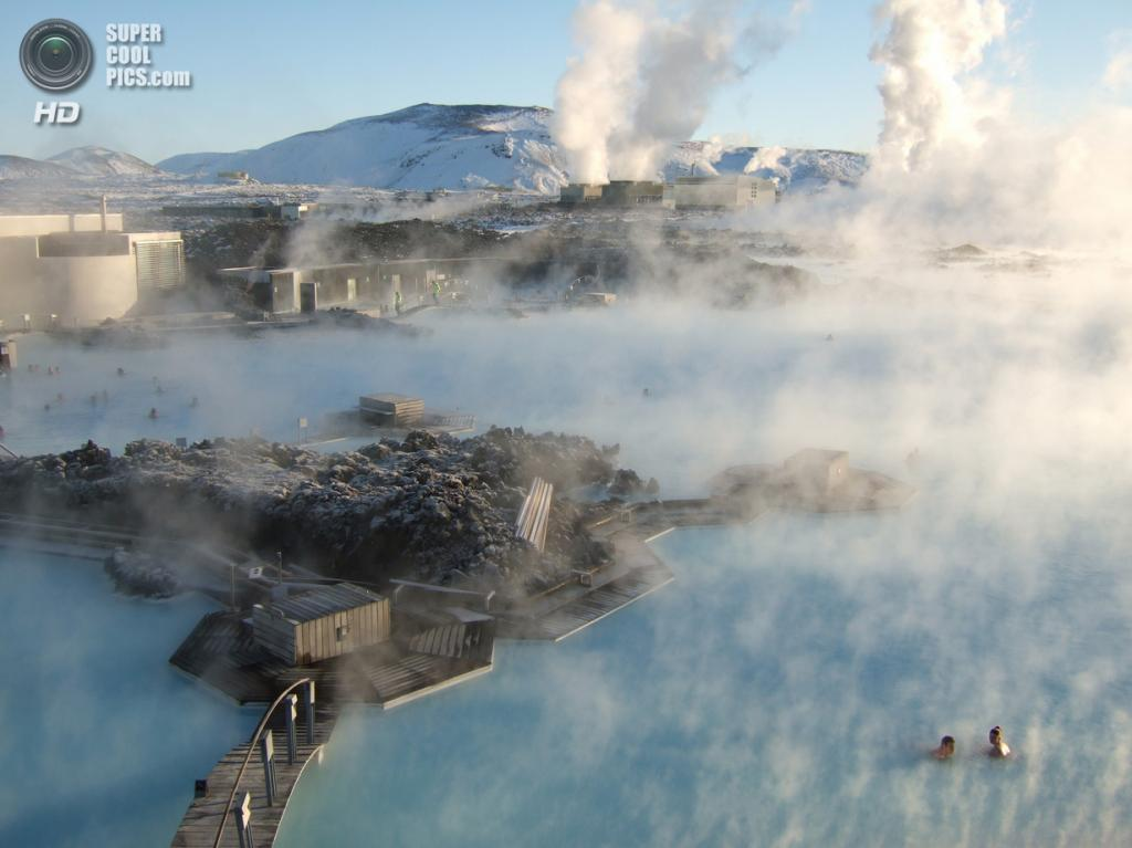 Исландия. Гриндавик, Рейкъянес. Геотермальный курорт «Голубая лагуна». (Neil Banas)