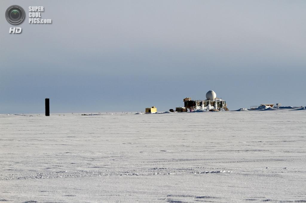 Дания. Гренландия. 2 июня. «Большой дом» Верхнего Лагеря. (NASA Goddard/Matt Radcliff)