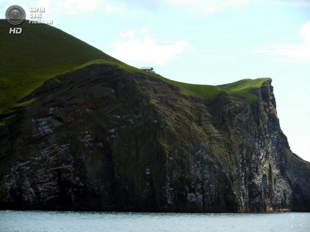 Исландия. Архипелаг Вестманнаэйяр. Остров Бьярнарей. (Christopher Lynn)