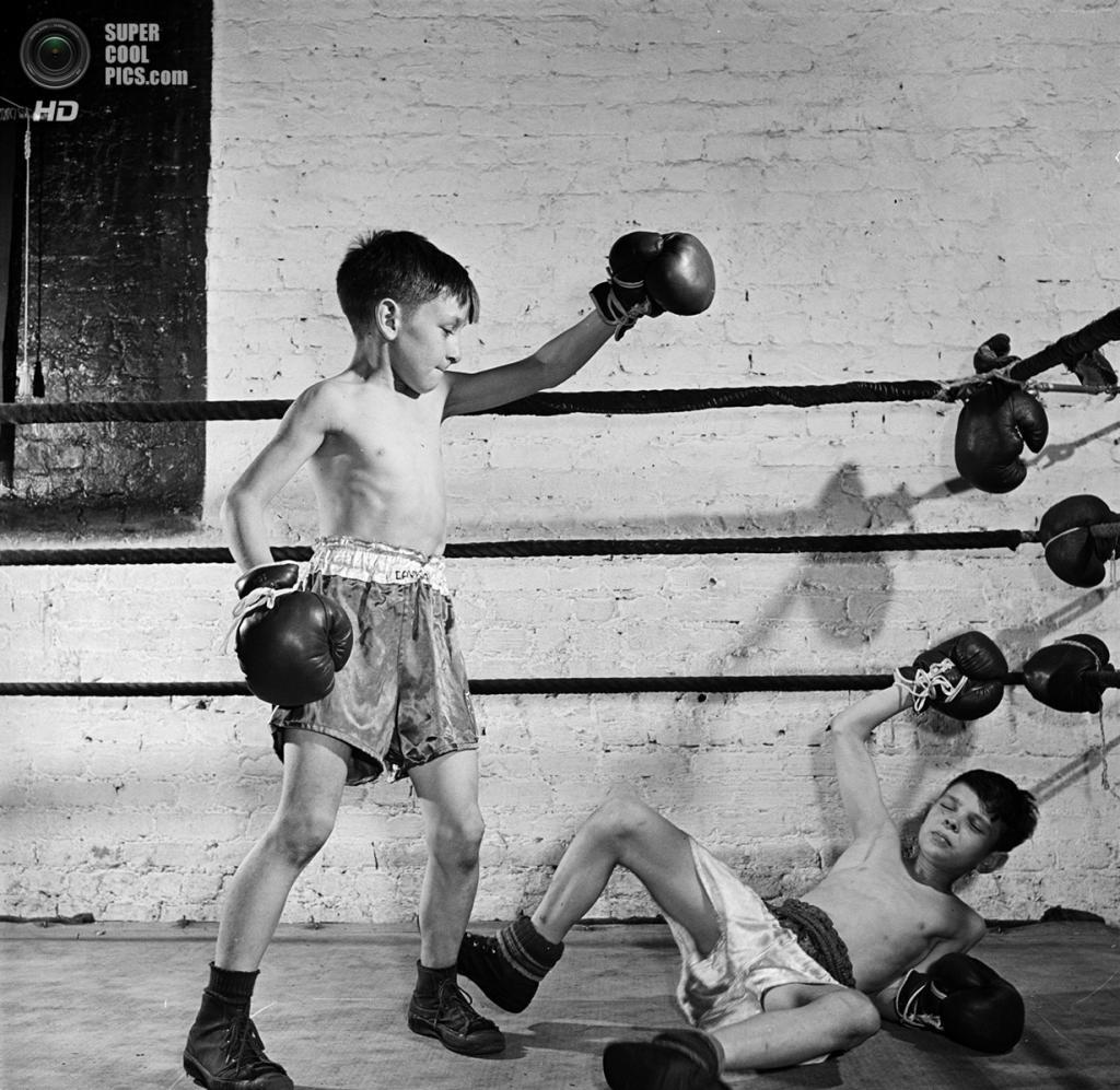 США. Нью-Йорк. 1946 год. Детская секция бокса в зале Полицейской атлетической лиги. (V&M/Look/Stanley Kubrick)