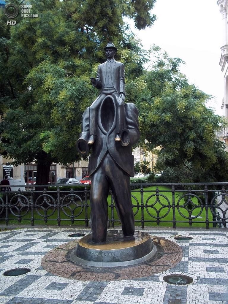 Прага. Чехия. Памятник Францу Кафке. (Pedro Nascimento)