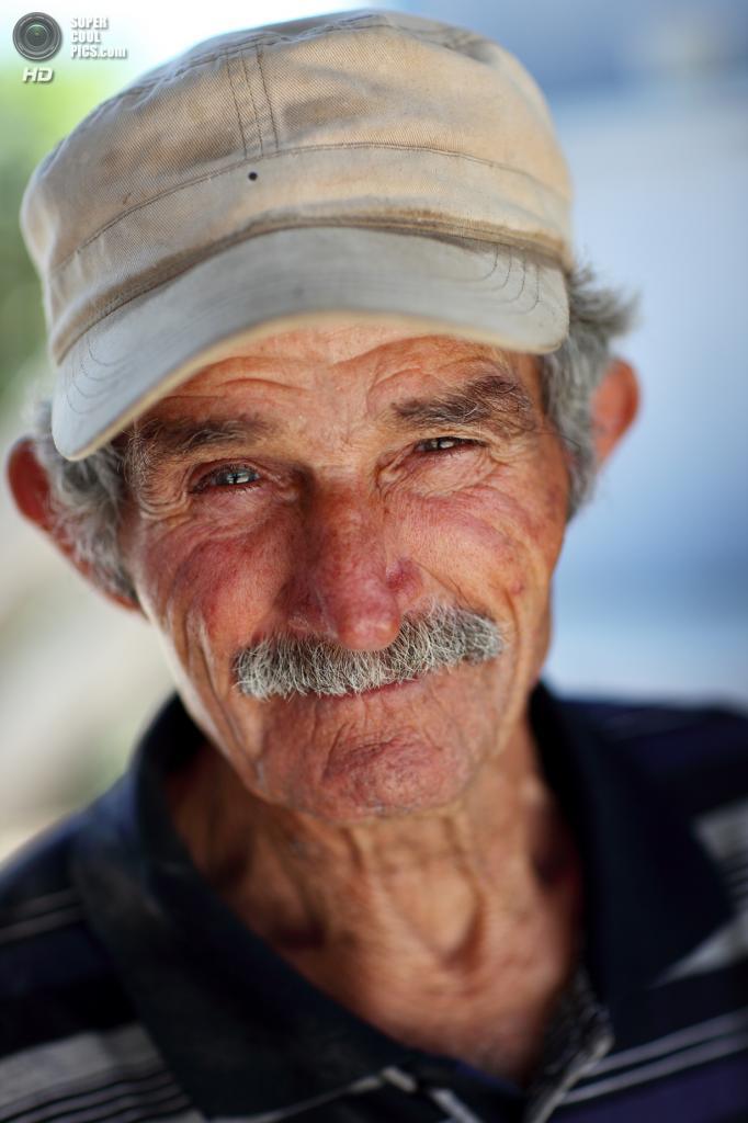Греция. Остров Санторини. Местный житель. (Dietmar Temps)