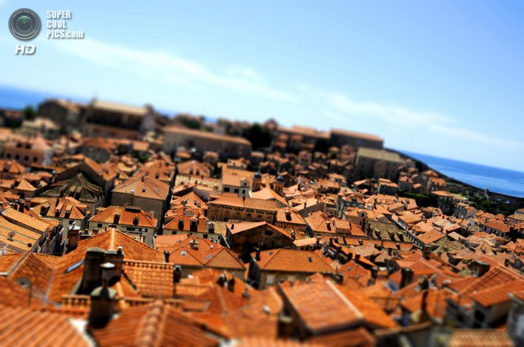 Вид сверху на крыши домов. (David Aouita)