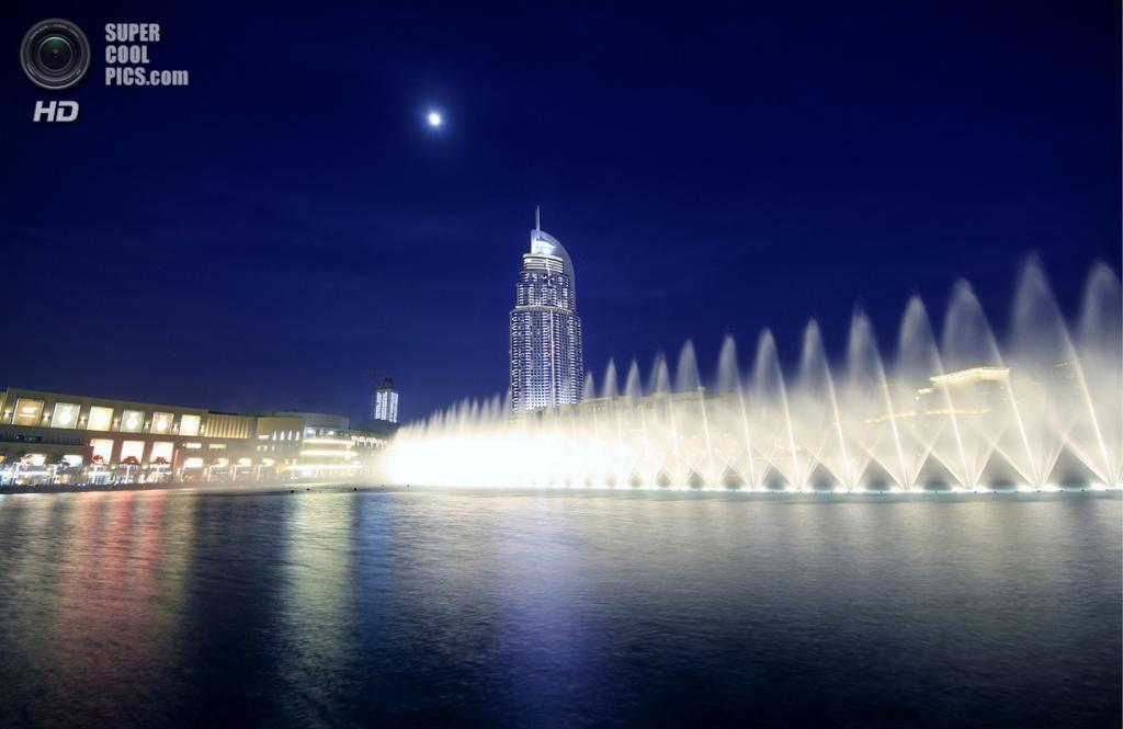 Объединенные Арабские Эмираты. Дубай. Музыкальный фонтан «Дубай». (ATHEER MAHIR)