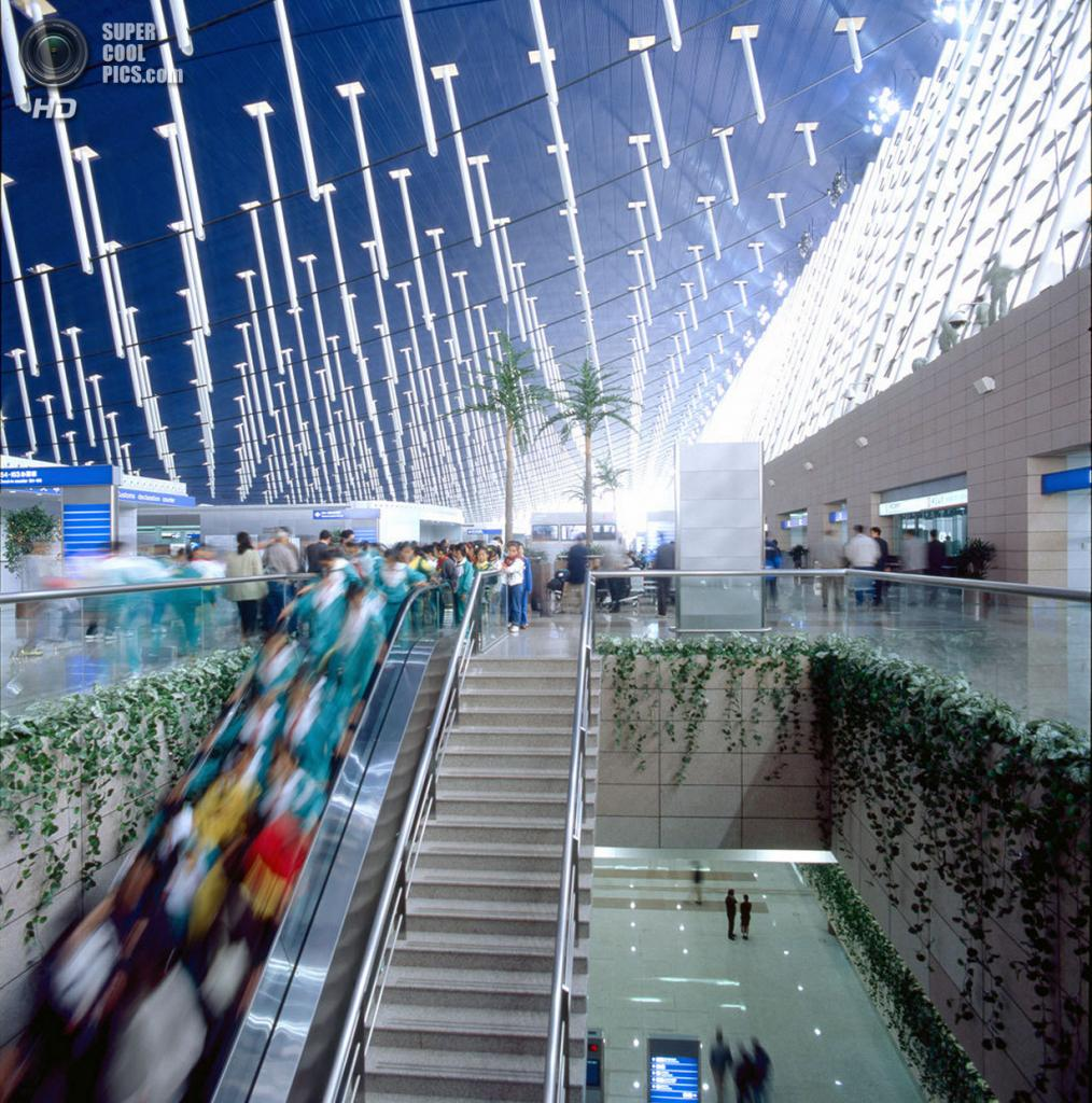 Китай. Шанхай. Внутри терминалов международного аэропорта «Пудун». (Paul Maurer)
