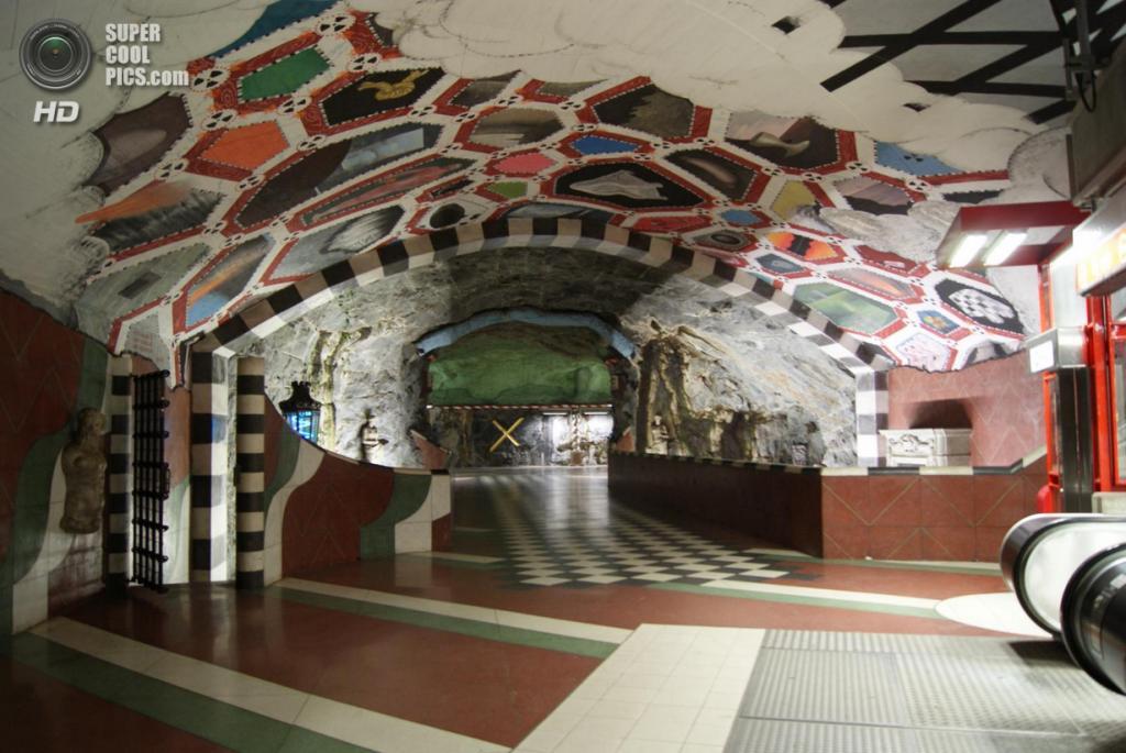 Швеция. Стокгольм. Станция «Кунгстредгорден», расположенная на Синей линии. (Raul)