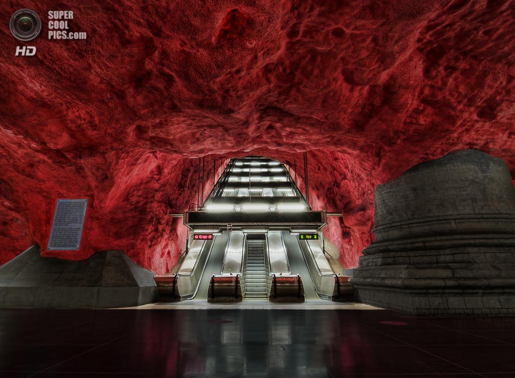 Швеция. Стокгольм. Станция «Родхусет», расположенная на Синей линии. (Tobias Lindman)