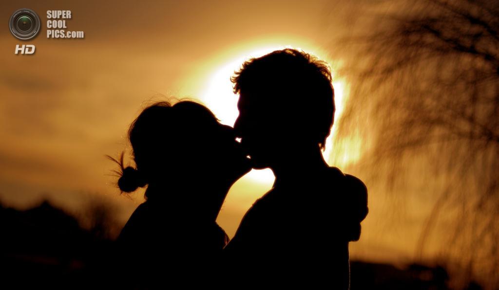 Всемирный день поцелуя. (Jonathan Emmanuel)