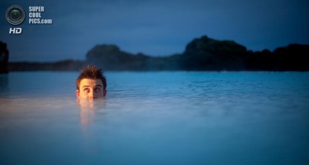 Исландия. Гриндавик, Рейкъянес. Геотермальный курорт «Голубая лагуна». (Chris Connolly)