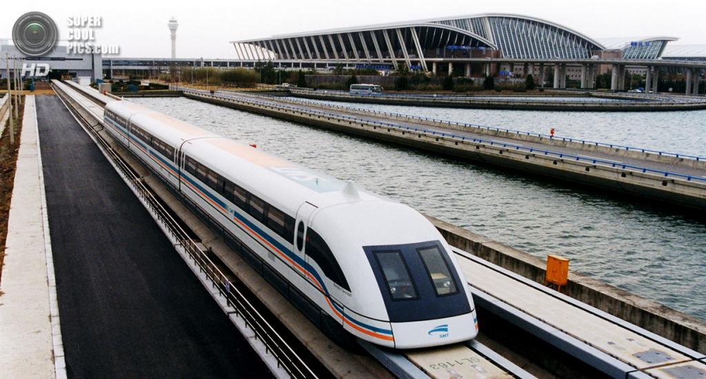 Китай. Шанхай. Отбытие маглева (поезда на магнитной подушке) из международного аэропорта «Пудун» в город. (Alex Needham)