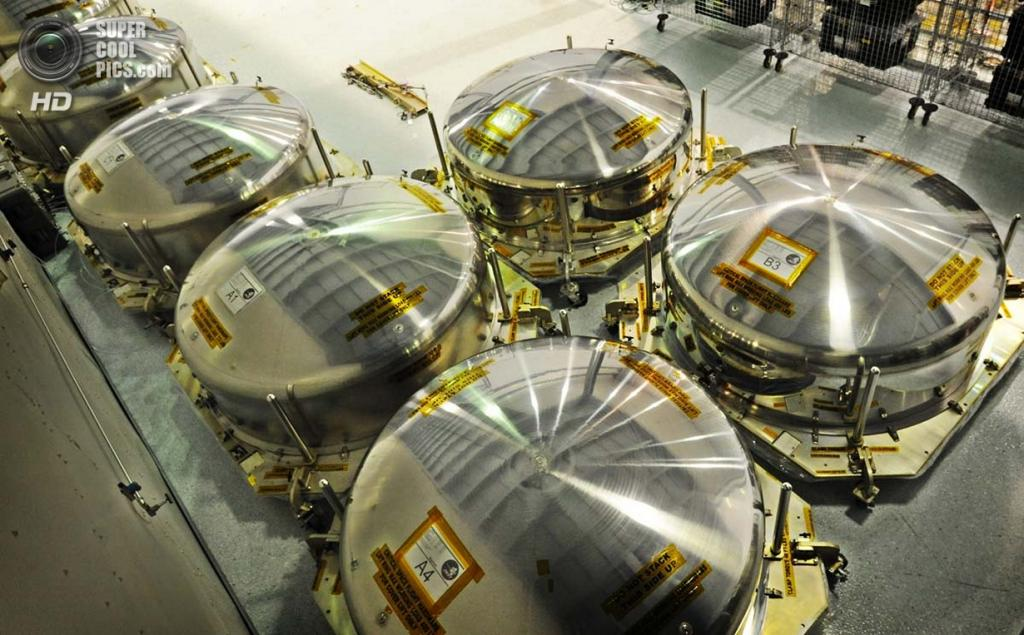 США. Гринбелт, Мэриленд. Герметичные контейнеры для хранения зеркал. (Algerina Perna/Baltimore Sun)