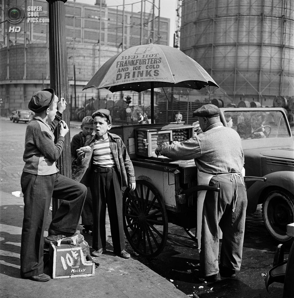 США. Нью-Йорк. 1947 год. Чистильщики обуви. (V&M/Look/Stanley Kubrick)