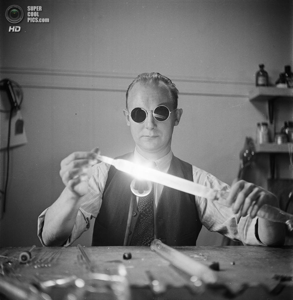 США. Нью-Йорк. 1948 год. В лаборатории Колумбийского университета города Нью-Йорка. (V&M/Look/Stanley Kubrick)